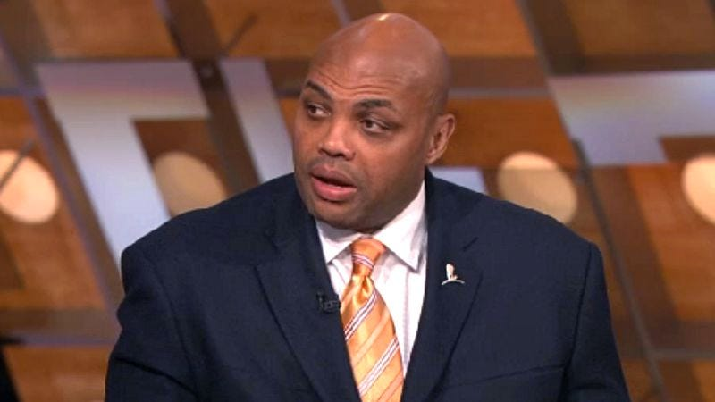 Illustration for article titled Charles Barkley Openly Gambling On College Games During CBS Halftime Report