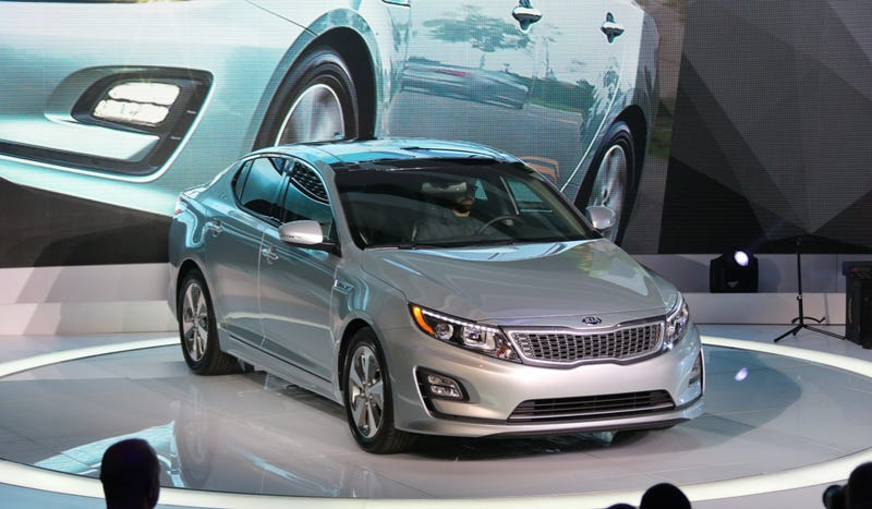 Illustration for article titled The 2014 Kia Optima Hybrid Looks Different, But The MPGs Stay The Same