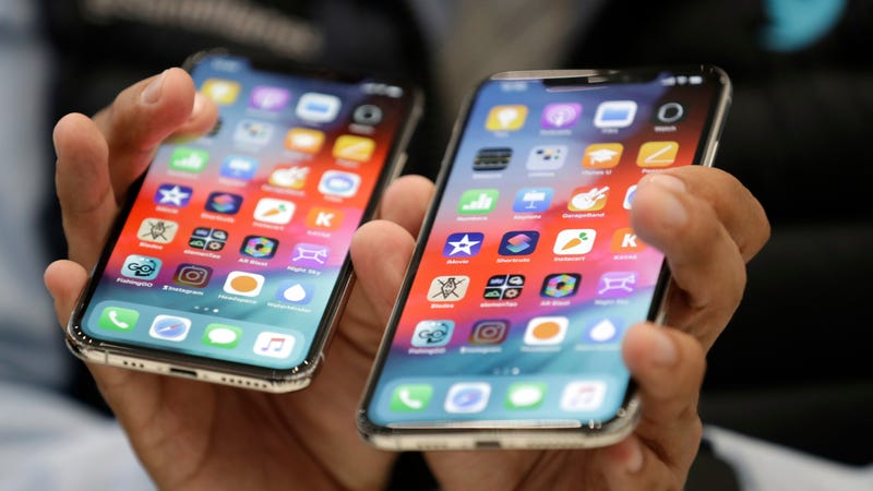 The iPhone XS (left) and XS Max (right).