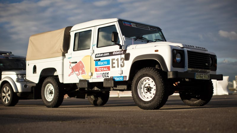 Illustration for article titled Land Rover Becomes Official Vehicle Partner Of Red Bull Desert Wings