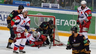 Illustration for article titled Plane Carrying KHL's Lokomotiv Yaroslavl Crashes In Russia, Leaving Just One Survivor; Former NHL Players Among Dead (UPDATE)