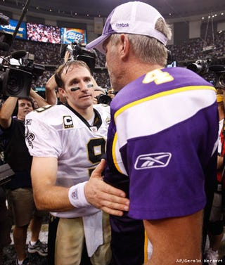 Illustration for article titled Brett Favre Is Now Texting Drew Brees