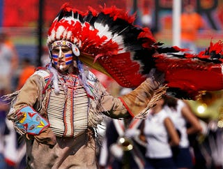 Illustration for article titled Illinois's Chief Illiniwek To Perform At High School Basketball Game