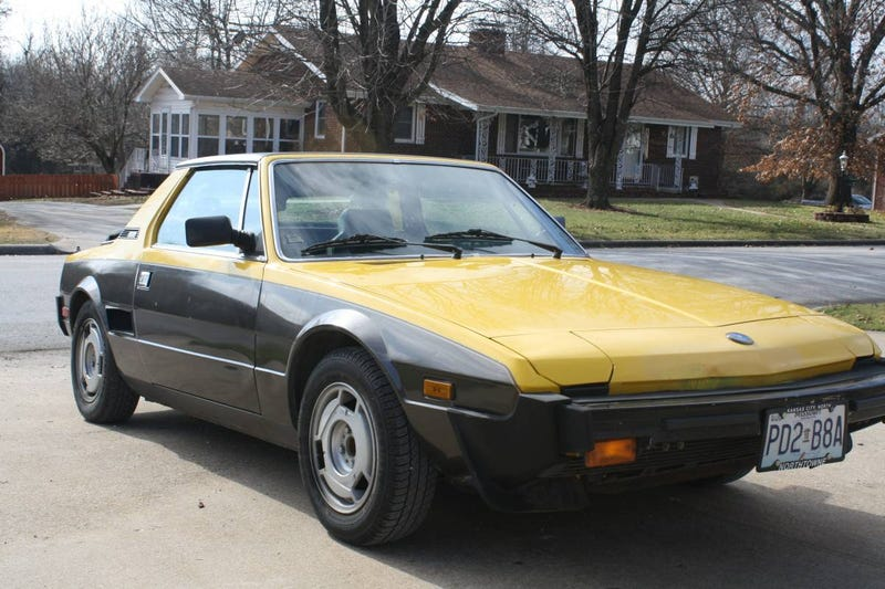 Illustration for article titled For $3,500, Could This 1984 Fiat/Bertone X1/9 Win The Whole Shootin' Match?