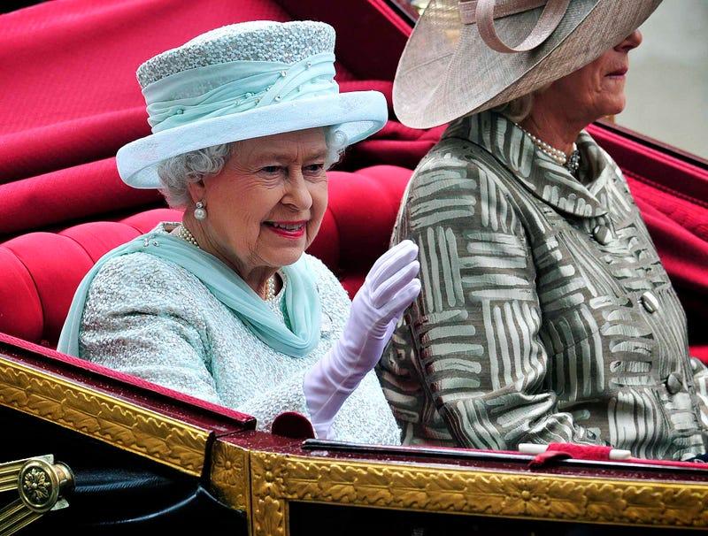 Illustration for article titled Diamond Jubilee Marred By Drunken Queen Elizabeth II Encouraging Guests To Fuck