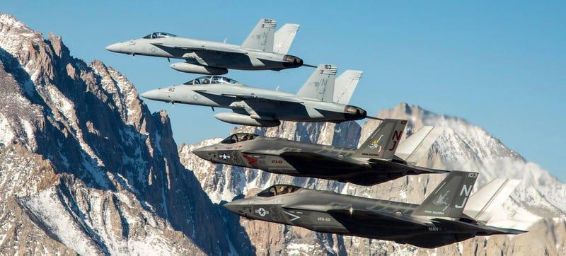 Illustration for article titled Breathtaking Photos Of Fighter Jets Soaring Over Yosemite Park