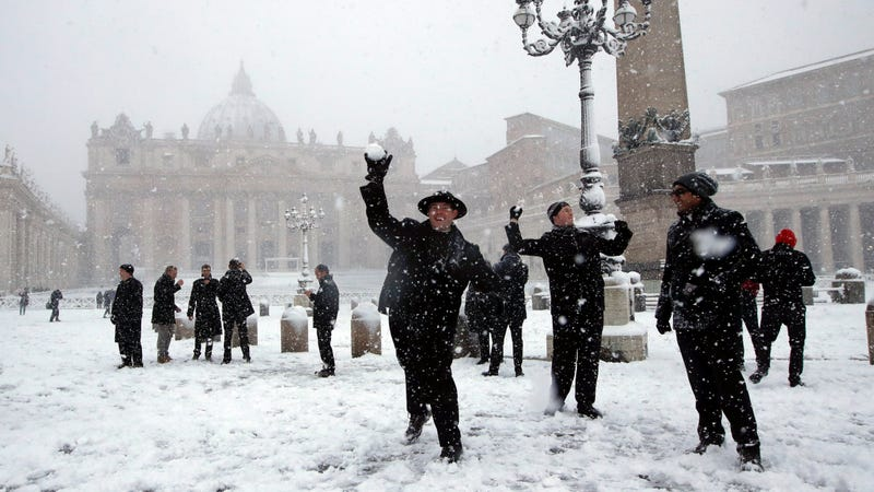 Illustration for article titled Rare Snow Has Turned Rome Into a Winter Wonderland
