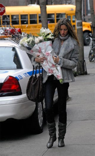 Illustration for article titled Gisele Bundchen Prepares For New England Patriots Loss With Pretty Flowers