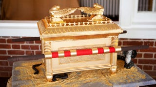 Illustration for article titled The Ark of the Covenant Cake is Face-Meltingly Awesome