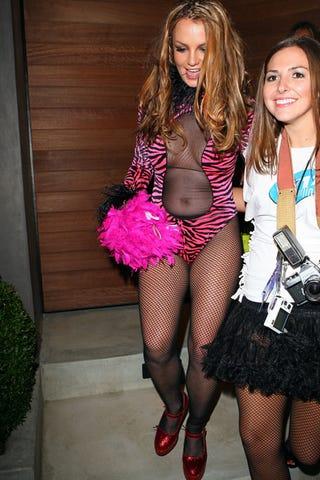 Illustration for article titled Britney's Tiger Costume is Grrrreat!