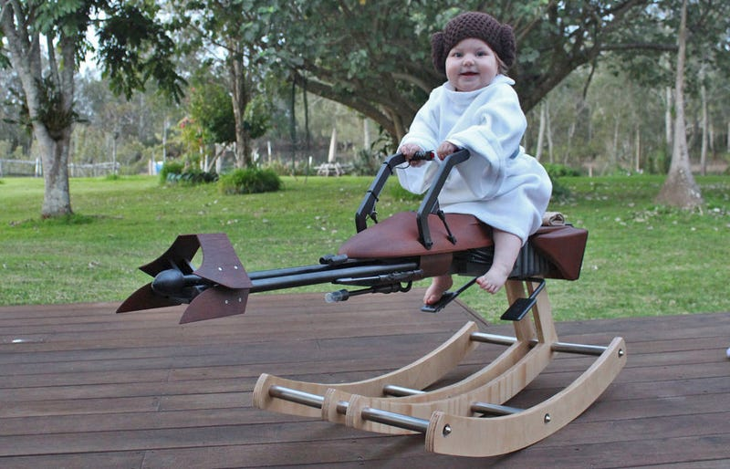 Illustration for article titled The Dad of the Year Built His Daughter a Custom Speeder Bike Rocking Horse