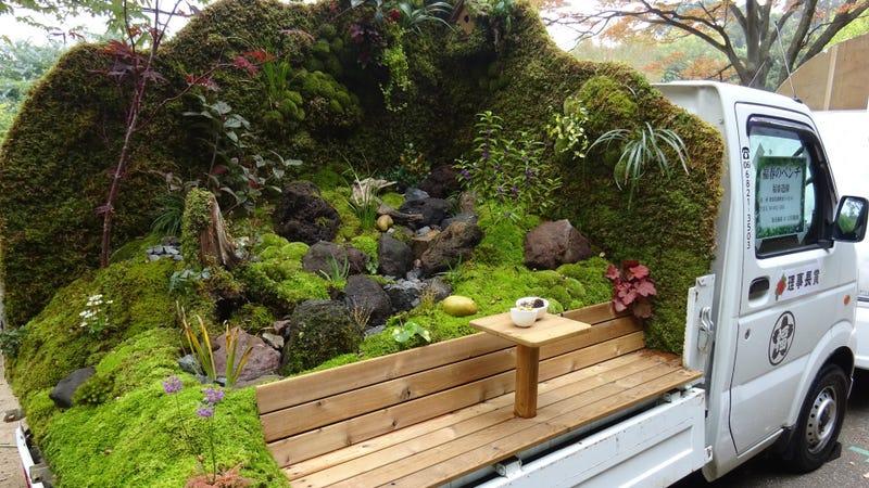 Illustration for article titled Hay un concurso en Japón que consiste en crear el mejor jardín en la parte de atrás de una camioneta