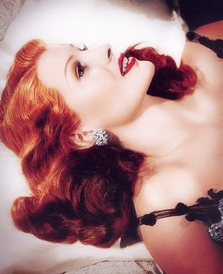 Illustration for article titled Gorgeous Color Photos of Vintage Pin-Ups and Actresses