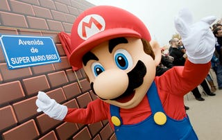 Illustration for article titled Mario Gets Serious Street Cred In Spain