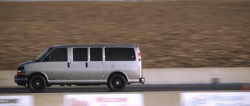Illustration for article titled This 700 Horsepower Chevy Van May Be My New Favorite Sleeper