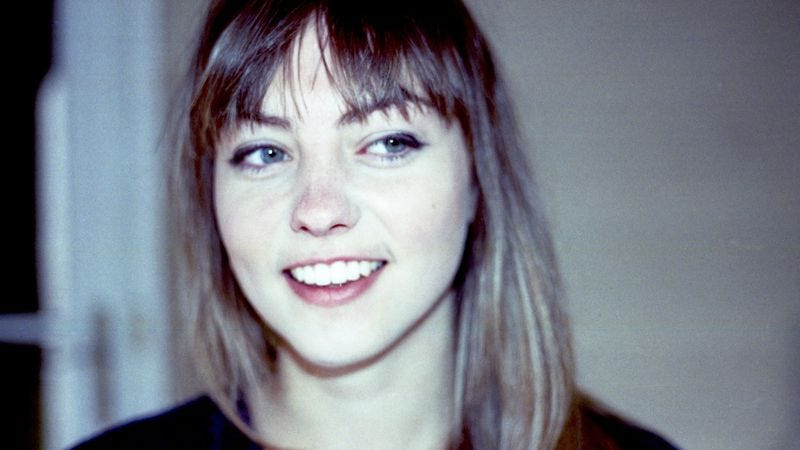 Illustration for article titled Previously subdued songwriter Angel Olsen cranks up the volume