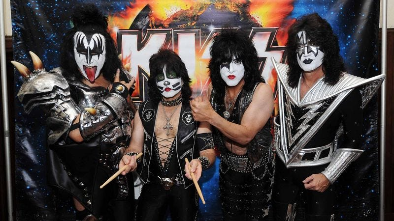 Illustration for article titled 7 Pictures Of KISS That Prove How Great It Is To Have Fun With Your Buddies