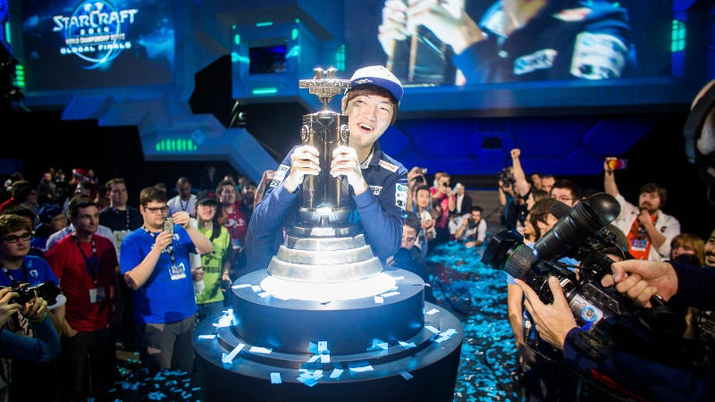 Life with the 2014 WCS trophy at BlizzCon, by Blizzard Entertainment