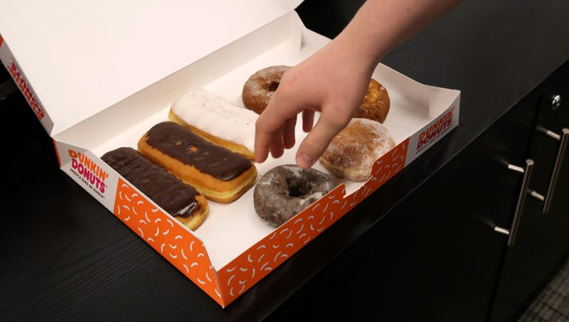 Illustration for article titled Frantic, Last-Second Study Finds Old-Fashioned Donut Better For You Than Bavarian Cream