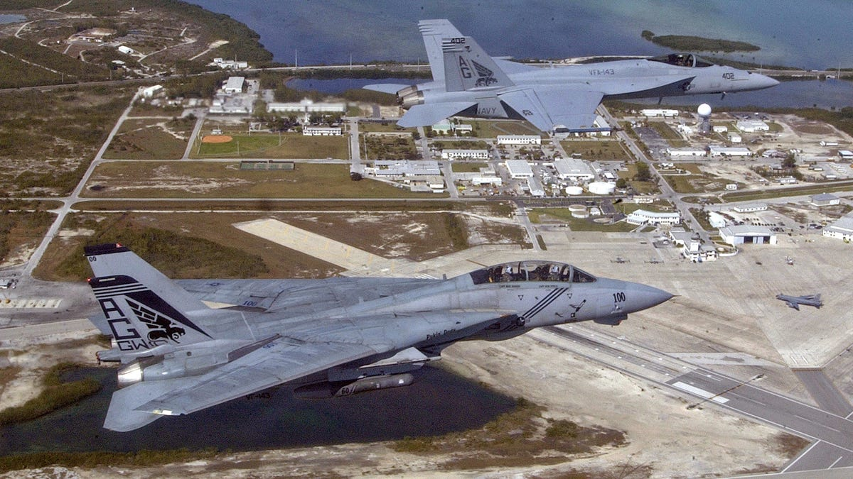 Elite F-14 Flight Officer Explains Why The Tomcat Was So Influential