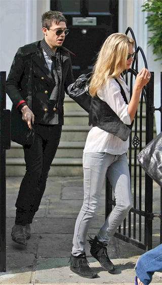 Illustration for article titled Kate Moss And New Boyfriend Look Exactly Like Kate Moss And Old Boyfriend