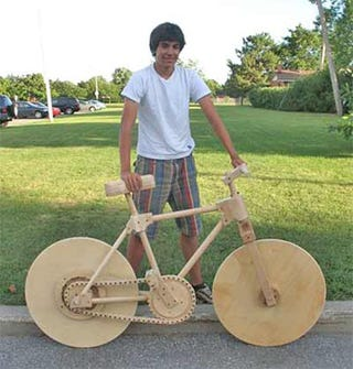 Illustration for article titled High School Student Builds 100% Wooden Bike