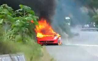 Illustration for article titled Ferrari 458 Italia Burns To Ground In China