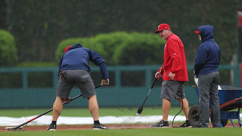 Illustration for article titled Philly's Grounds Crew Uses Flamethrowers To Dry Wet Field, HAS FLAMETHROWERS