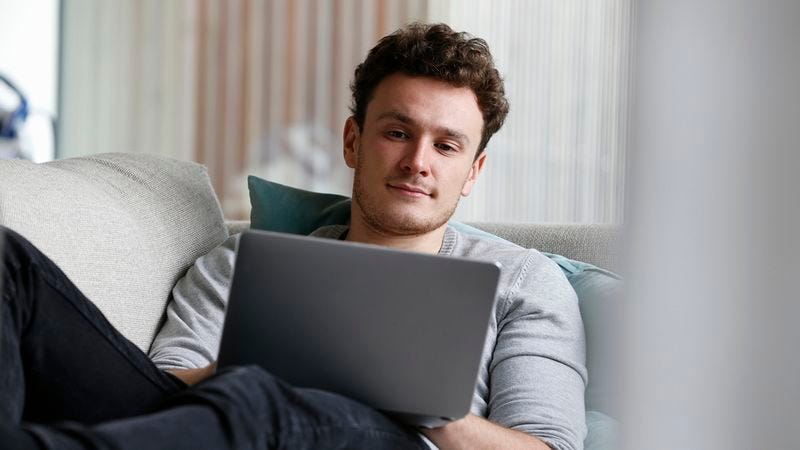 Illustration for article titled Real-Life Sherlock: This Man Spent 20 Minutes Scrolling Through Facebook Posts Trying To Figure Out If His Friend's Mom Died