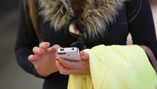 Illustration for article titled Így teszik tönkre a találkozóidat az okostelefonok