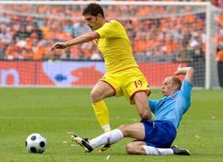 Illustration for article titled Lehet-e újra focista egy erőszaktevőből?