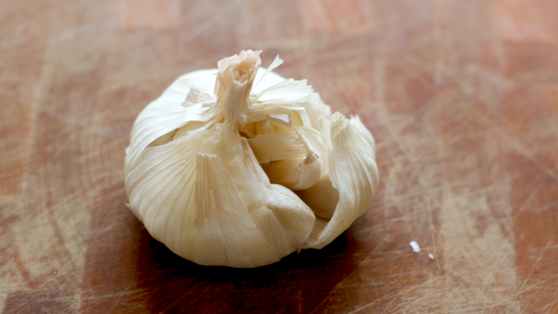 Illustration for article titled Quickly Peel a Head of Garlic With a Cutting Board