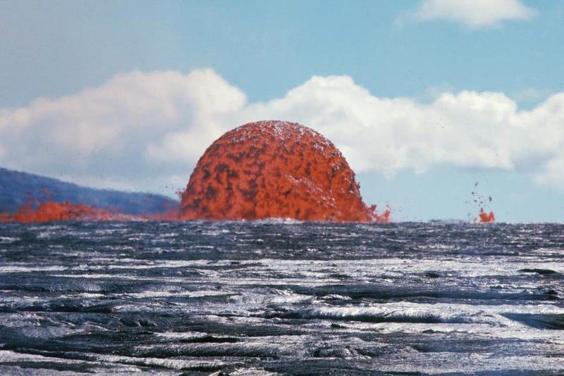 Illustration for article titled 1.774 días escupiendo lava: las espectaculares imágenes del volcán que tuvo cinco años en jaque a Hawai