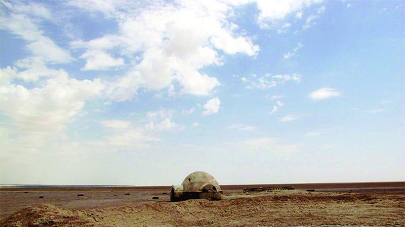 Illustration for article titled Photographer Finds Ruins Of Luke Skywalker's Original Desert Home