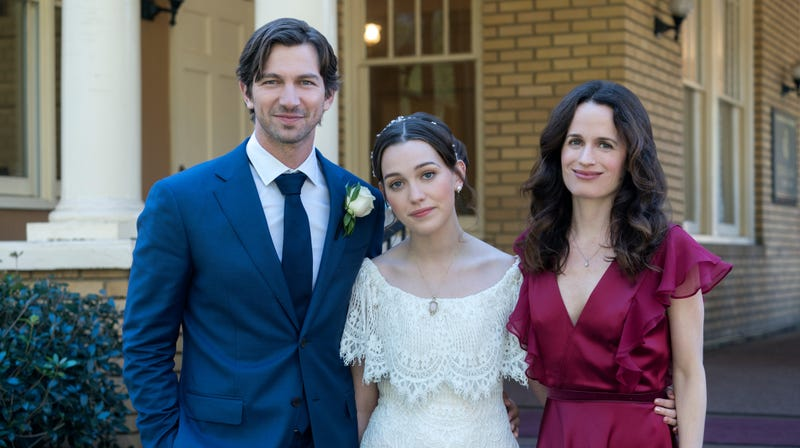 Pedretti (center) with co-stars Michiel Huisman and Elizabeth Reaser, who presumably have slightly better-honed survival instincts.
