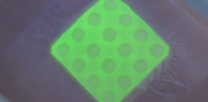 Illustration for article titled This Bandage Glows Green When You're Infected