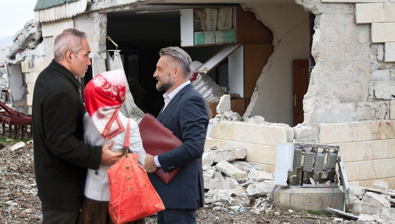 Illustration for article titled Real Estate Agent Warns Syrian Couple About Neighborhood's High War Crime Rate