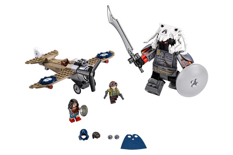 The First Lego Set for the Wonder Woman Movie Gives Us a Gigantic God of War