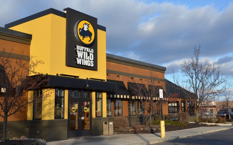 Illustration for article titled Buffalo Wild Wings Employees Fired After Racist Seating Incident