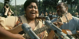 Folk singer Odetta performs during the 1963 March on Washington. (Paul Schutzer/Getty Images)