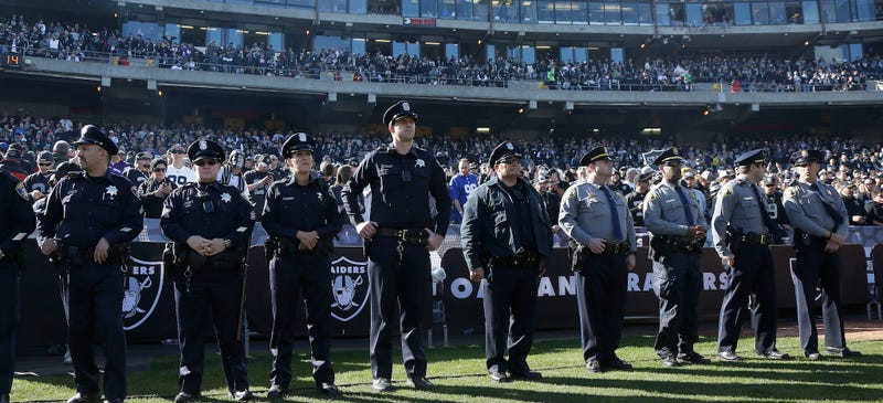 Illustration for article titled Off-Duty Cops Really Want To Bring Their Guns Into NFL Stadiums