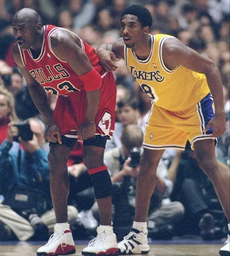 Illustration for article titled Phil Jackson Finally Compares Michael Jordan and Kobe Bryant