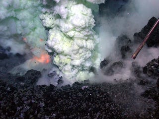 Illustration for article titled Watch a Volcano Erupt Deep Beneath the Ocean