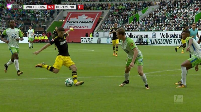 Illustration for article titled Christian Pulisic Kicks Off The Bundesliga Season Like A Superstar