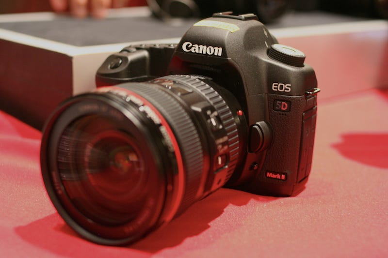 Illustration for article titled Hands-On: Canon EOS 5D Mark II