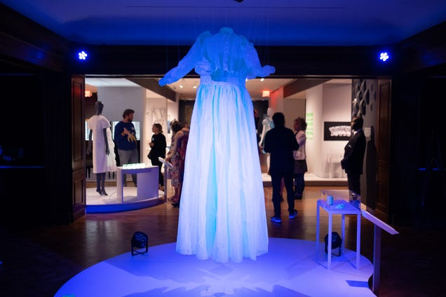 Algae Raincoats, Mushroom Caskets: New Exhibit Asks Us to Radically Rethink How We Live With Nature