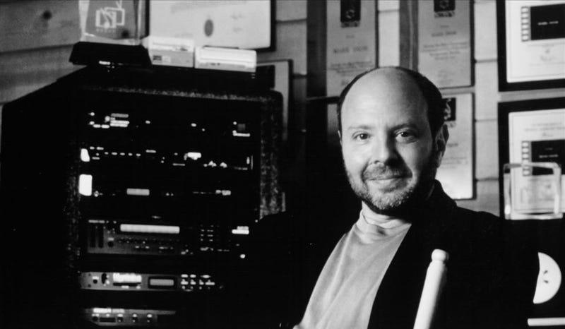 Mark Snow, en su estudio de la época de X-Files. Foto: Wikimedia Commons