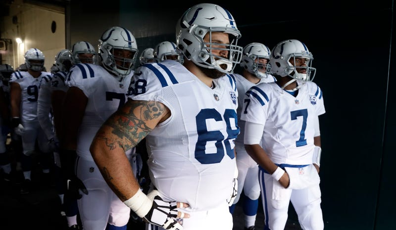 Illustration for article titled Colts Lineman Matt Slauson Played Almost An Entire Half With Two Broken Vertebrae