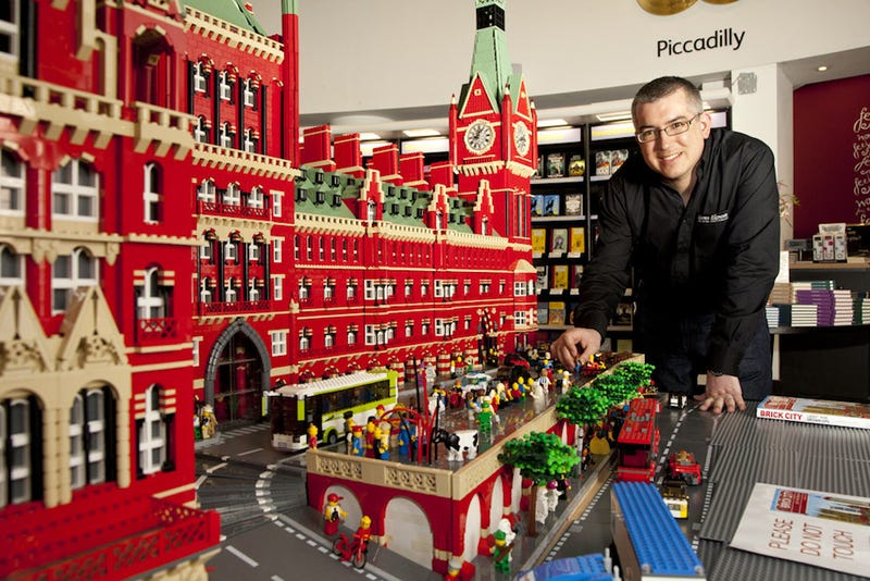 Illustration for article titled Gigantic Lego St. Pancras Station is 120,000 bricks of brilliant!