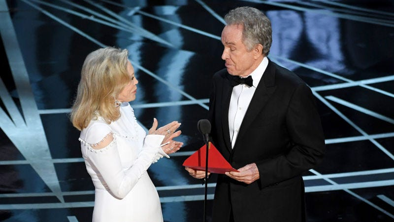 Illustration for article titled Warren Beatty and Faye Dunaway Will Reportedly Present Best Picture Oscar Despite Last Year's Colossal Fuck-Up